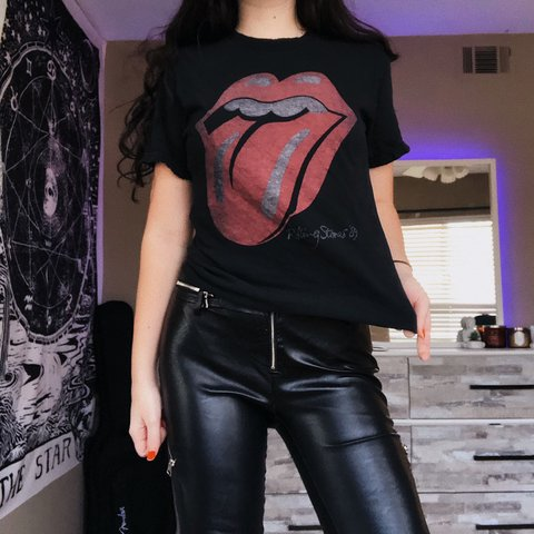 ff9aab62b8b BRANDY MELVILLE ROLLING STONES TEE👅 — one size graphic band - Depop