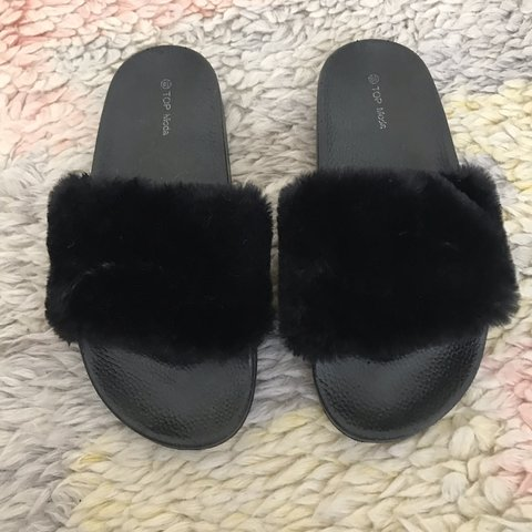 5a337d95fc6 Black furry slides in perfect condition! Super comfortable - Depop