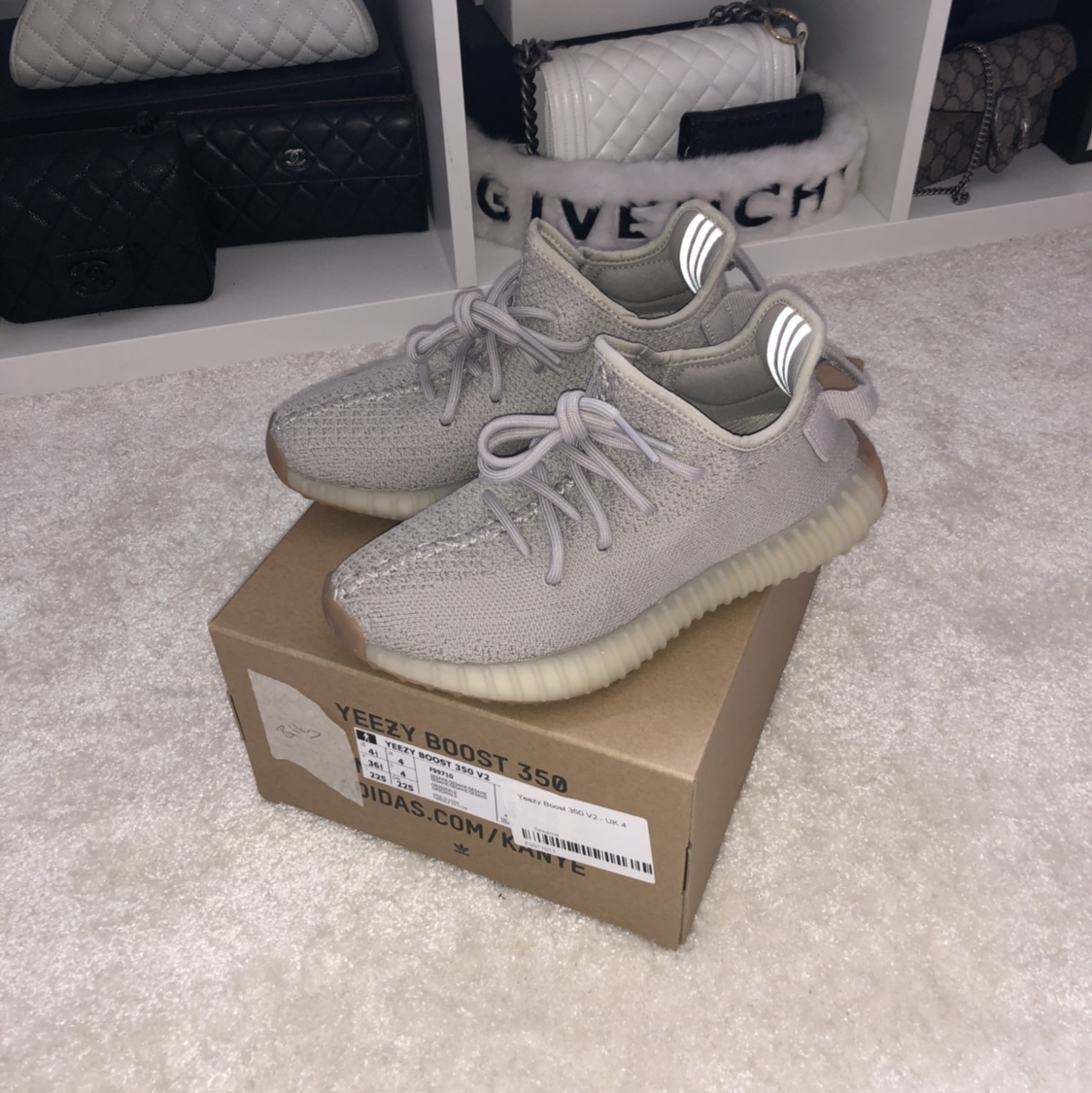 Yeezy boost SESAME 350 in 21532 Malm