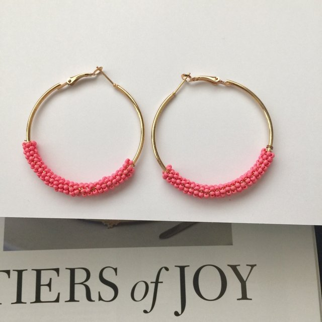 Petite pink beads gold hoop earrings
