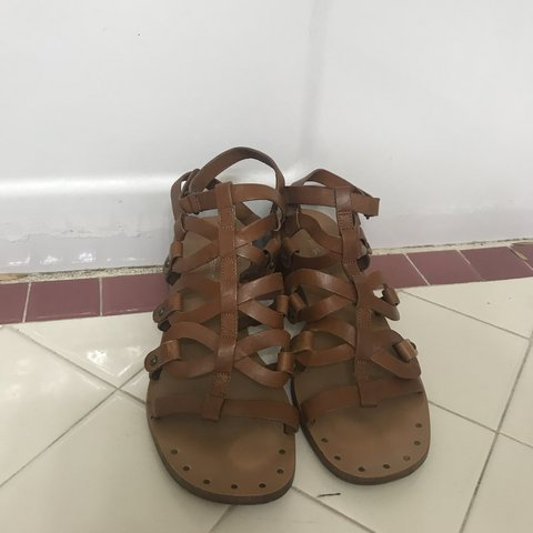 "050c7b1fda6f3c super cute strappy sandals with 1.5"" heels! - Depop"