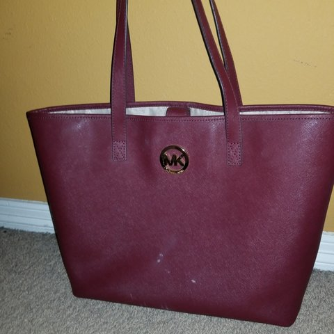 a317637779d7 MICHAEL KORS TOTE BAG!!! 💘Price drop💘 This color purse is - Depop