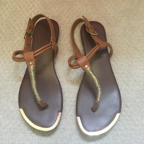 7e65e2dfca46 slightly worn brown and gold sandals. very comfy! purchased - Depop