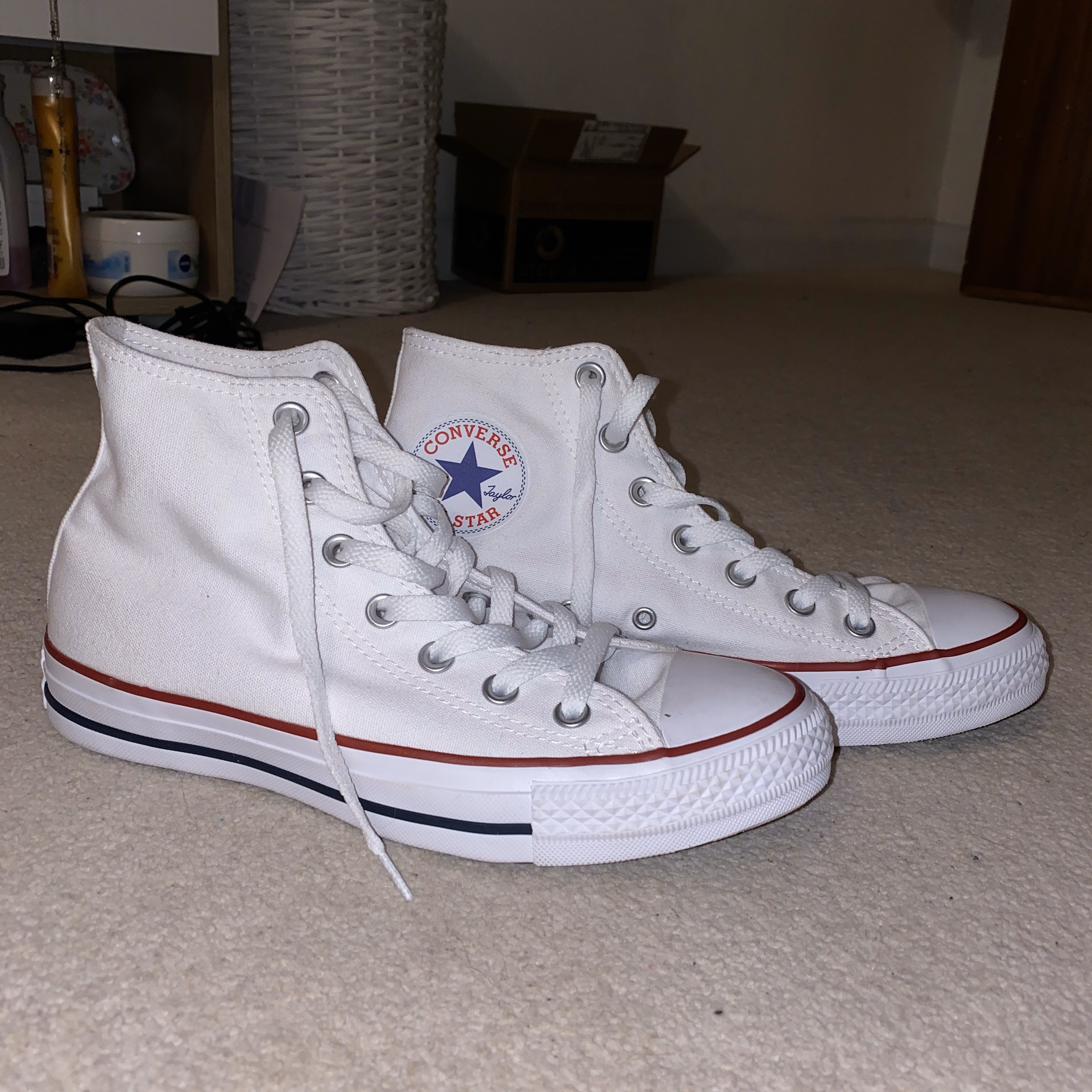 High top white converse    UK size 6