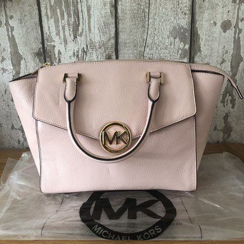 18a1135fead3 @gail_evans17. 9 months ago. Bala, United Kingdom. Michael Kors bag in a  lovely light pink colour, never been used.
