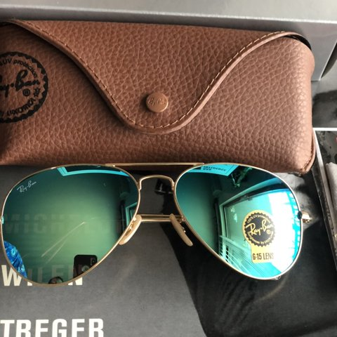 f608be4144473 unisex Ray ban 3025 gold frame green flash lens Ray-Ban Gold - Depop