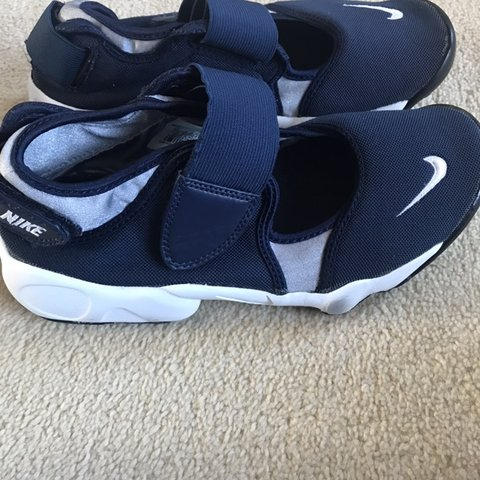 75f83d7b7  jn88. last month. United Kingdom. Nike Shoes Colour  Navy and White Size 4