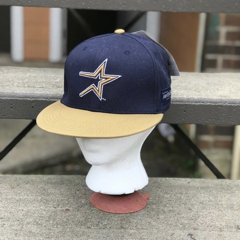 f78f6a74a67dad @alondra9516. 19 days ago. Houston, United States. Vintage Houston Astros  Hat Velcro back. New with tag