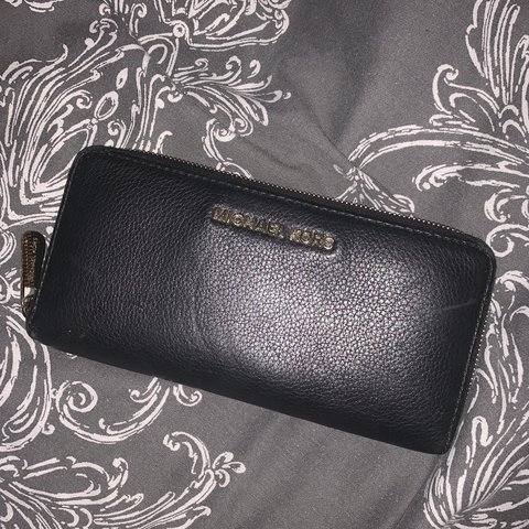 035b825a4fcb @alicetyasstubbs. 3 months ago. Rotherham, United Kingdom. Michael Kors  black leather purse. In perfect condition hardly used ...