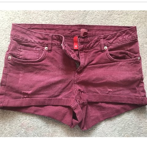 f2a49e128 @nicky_23. 11 months ago. Edinburgh, United Kingdom. dark red denim shorts  from H&M ...