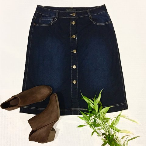 25e815c0ed @peacefullheart. 9 months ago. United States. Baccini Jean Skirt. 6 buttons  in the front. Excellent condition.