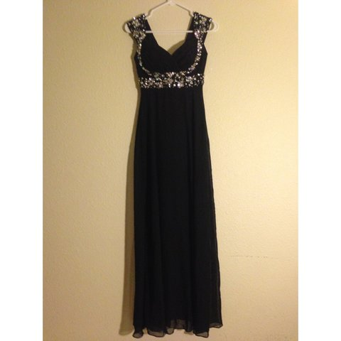 e3f73e498dd11 I wore this dress to my senior ball! Only been worn once and - Depop