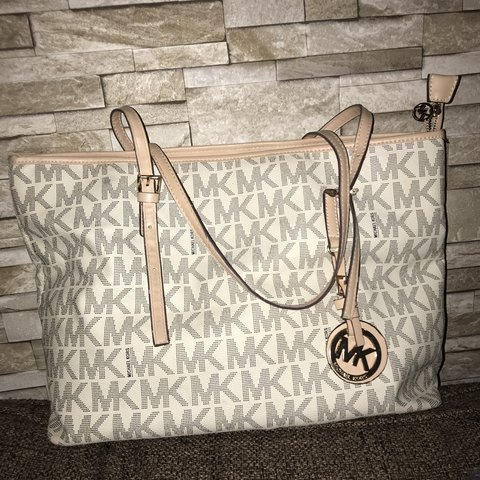 8a508fcecb27 Michael kors tote bag Don t know if it s authentic or not I - Depop