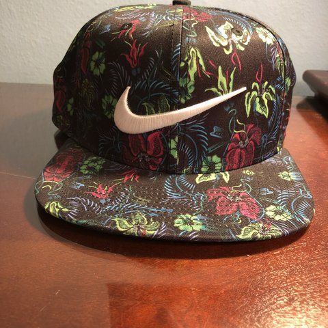 0acef98dce0 NIKE FLORAL SNAPBACK HAT -1 Size fits all