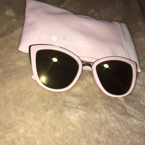 b0eba2b24b2c8 Pink and Gold Cat-Eye Sunglasses QUAY x Too Faced Never too - Depop