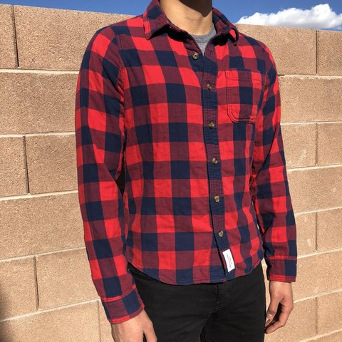 d3caa983f @labubaracha. 5 months ago. Vegas, United States. Abercrombie & Fitch  buffalo check flannel. Muscle fit.