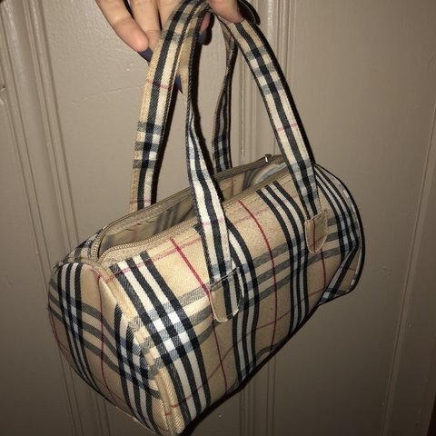 22d41864c1158e Burberry style bag /zipper does not work /roomt and cute - Depop