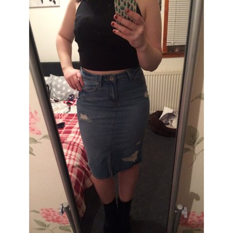 baf326e0a Midi Denim Skirt from New Look✨ Quite fitting, tight fit✨ a - Depop