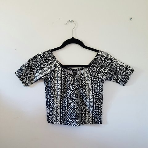 44e2e47b557 @gina13. 2 years ago. Pickering, Ontario, Canada. Cute tribal/Aztec print  forever21 size medium off the shoulder top! Only worn once😊 ...