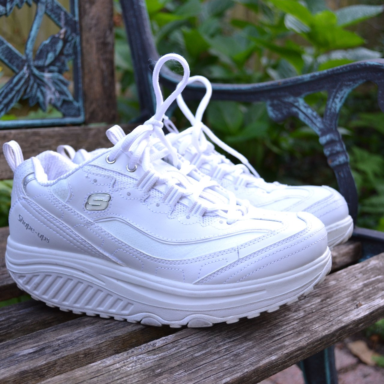 a34397e5580 🌻 Incredibly cute white Skechers shape ups!!! These shoes a - Depop