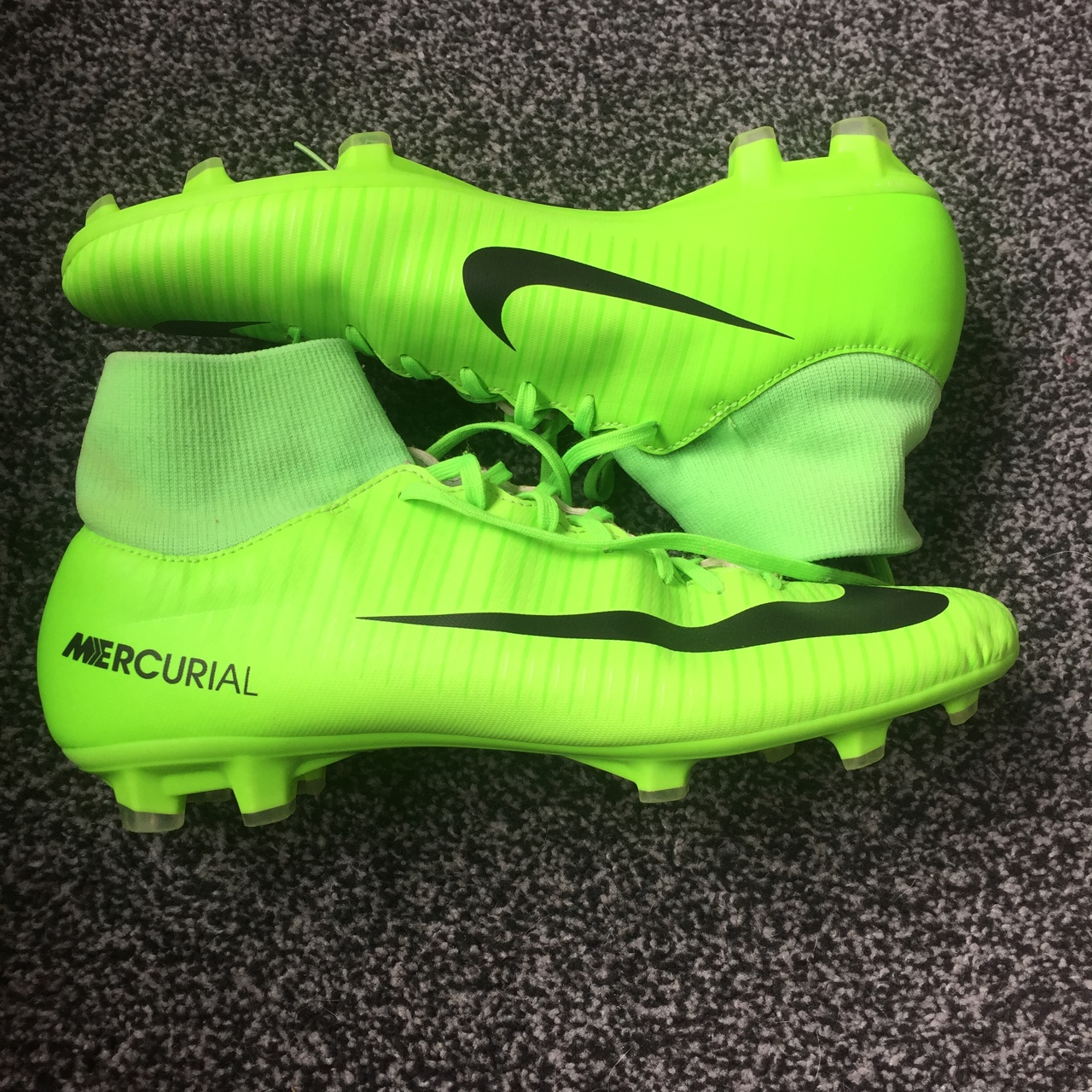 Puntuación datos paridad  Green/Black Nike mercurial Football boots/sock... - Depop