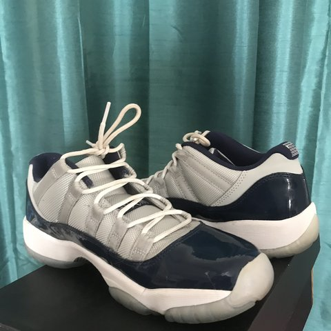 9a2081fa5772e4 Georgetown 11s sold in youth size 7y   womens size 9 worn 5 - Depop