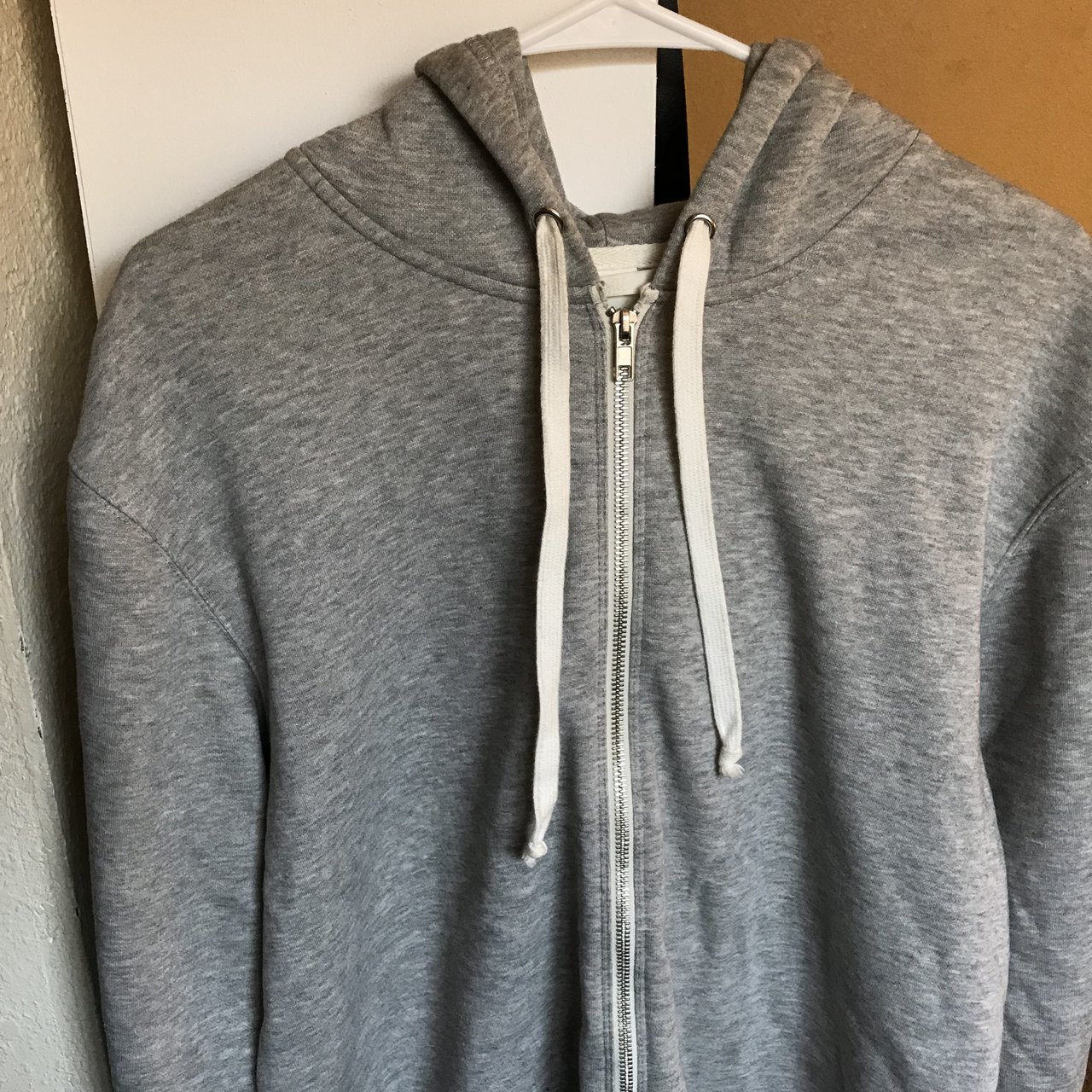 c13c5b4fca8e Medium-grey H&M hoodie for ladies, though it could also be a - Depop