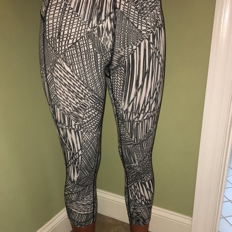 b16f2adece52b @catherinee35. 9 months ago. Gaithersburg, United States. Under Armour  Black and White Patterned Leggings