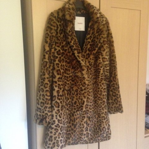 7ae3325ce67c Faux Leopard print fur coat by pull and bear as worn by I've - Depop