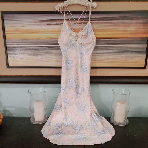 49db08fcf7 Vintage 80 s Satin Nightgown from Jessica Lynn. Beautiful in - Depop
