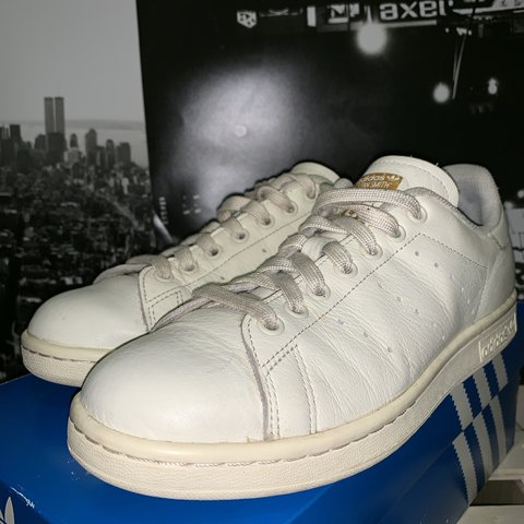 1cf9548916067 Adidas Stan Smith off white off white gold Used 7 10 Og box - Depop