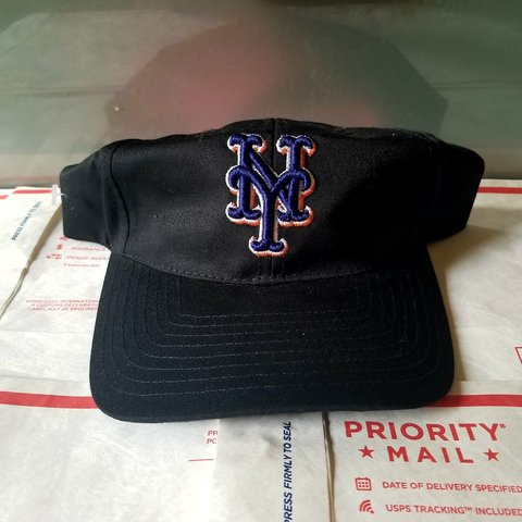 f7f37679006f5 Vintage New York Mets Snapback Hat. One size fits all. Brand - Depop