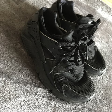 115a8402a38c All BLACK NIKE HUARACHE 👟 UK SIZE 5. SMALL FITTING WOULD IN - Depop