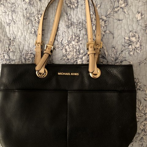 f42da9d80946 @nyssav. 5 months ago. Woodbridge, United States. Michael Kors purse. In  good condition, lightly used. Authentic leather