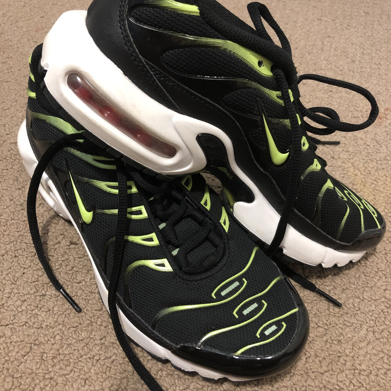 promo code fe6bf 40d1c NIKE TNS BLACK AND GREEN WORN A COUPLES TIMES ...