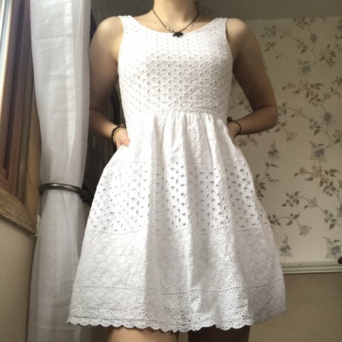 fd61d53097 old navy white dress -size 0 -patterned cut out stain on on - Depop