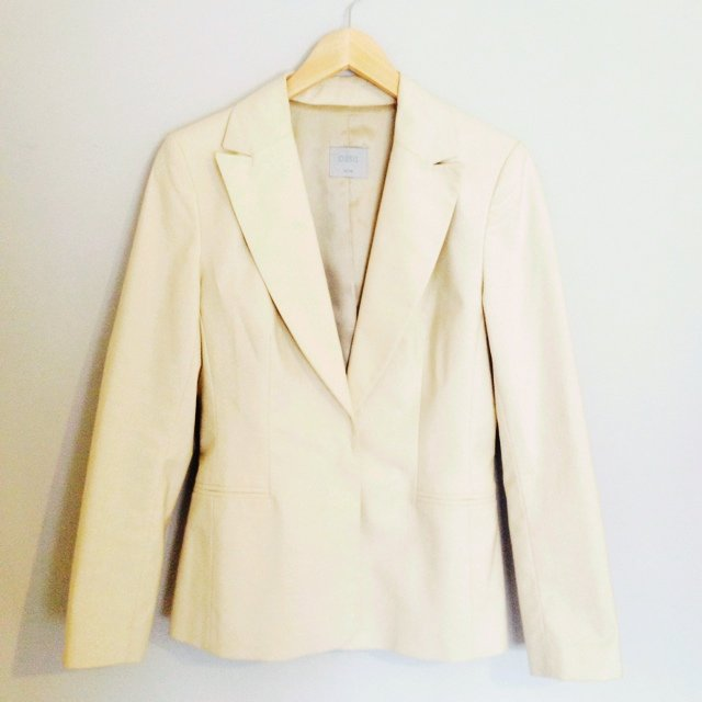 515f4230b978 @cgooddy. 5 years ago. Chalgrove, United Kingdom. Smart cream subtly  sparkly blazer jacket from Oasis. Perfect condition.