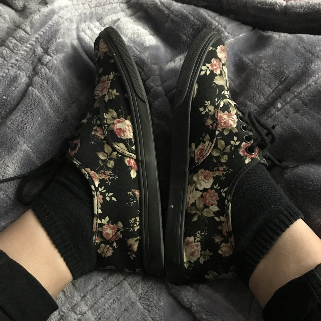 a985733506354f Floral vans 🌸 SIZE  5 men s and 6.5 women s Great only a - Depop