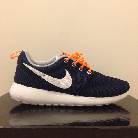 los angeles 131df 99084 Size 4 Nike Roshe Runs.- 0