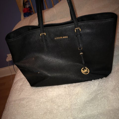 10b513d95bf1 @idkgissele. last year. Chicago, United States. MICHAEL KORS ALL BLACK  LEATHER TOTE PURSE. Has one big ...