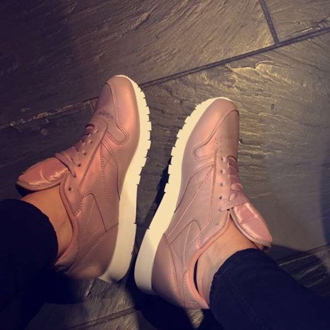 f2a8eb91a62 Selling these beauts Reebok Classic Leather trainers Rose - Depop