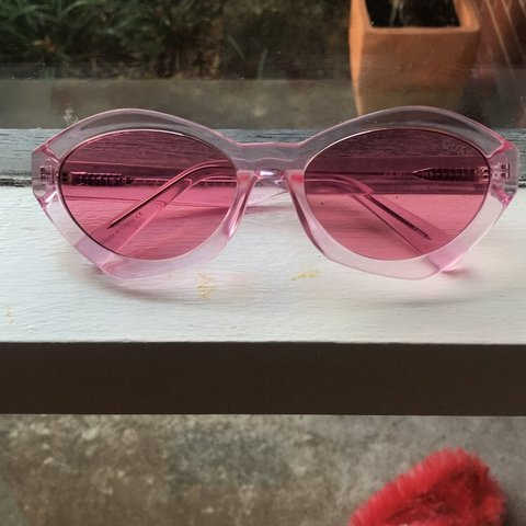 4e88cfd320eb6 Quay Australia as if cat eye sunglasses in pink!!! In and - Depop