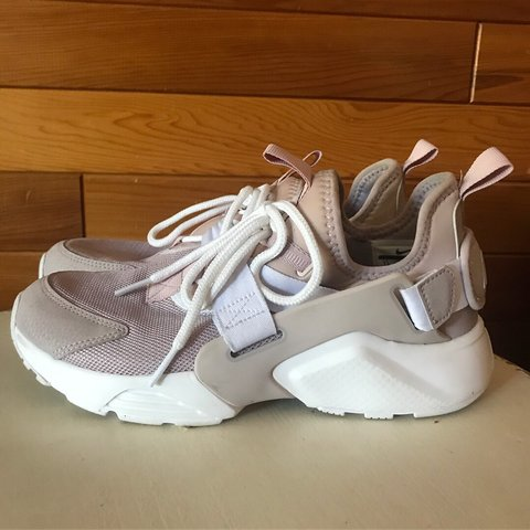 best service 50c6d f4365 Nike huaraches... rose gold size 7 1 2 Only worn twice - Depop