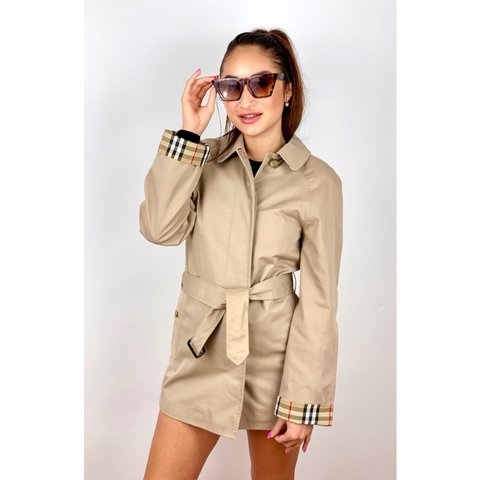 5e891a249b5b99 @xclusivelyvintage. 4 months ago. London, United Kingdom. Women's Vintage  Burberrys Belted Trench Coat ...