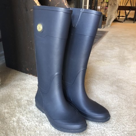2bf10fae0 Beautiful Navy Blue Tommy Hilfiger Rain-boots! Cute red and - Depop