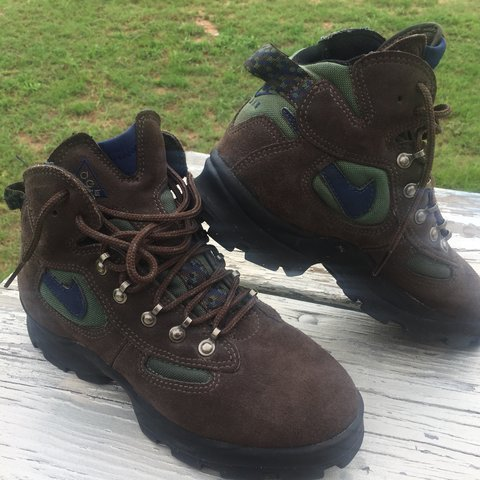 77c18a025467 GENTLY WORN ~ 100% AUTHENTIC Nike ACG Zoom Hiking Boots 3M - Depop