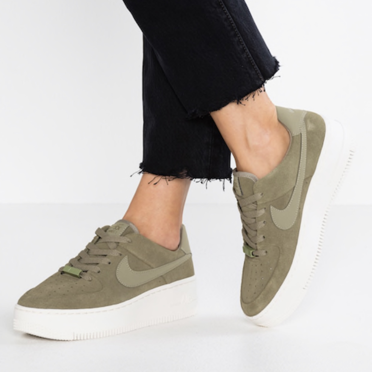 NEW NIKE AIR FORCE 1 SAGE LOW SIZE 9W