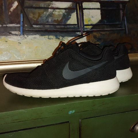 299e645355efb Nike roshe run. Classic colorway. Very good used condition. - Depop