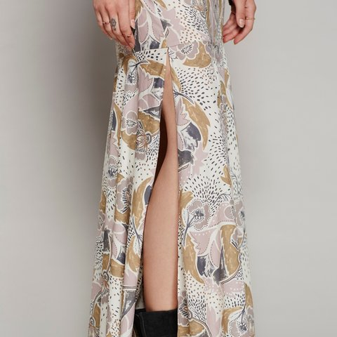 4bca58ef8925 @leosmommy12. 2 months ago. Brookhaven, United States. FREE PEOPLE PEBBLE  CREPE MAXI SKIRT Pretty printed ...