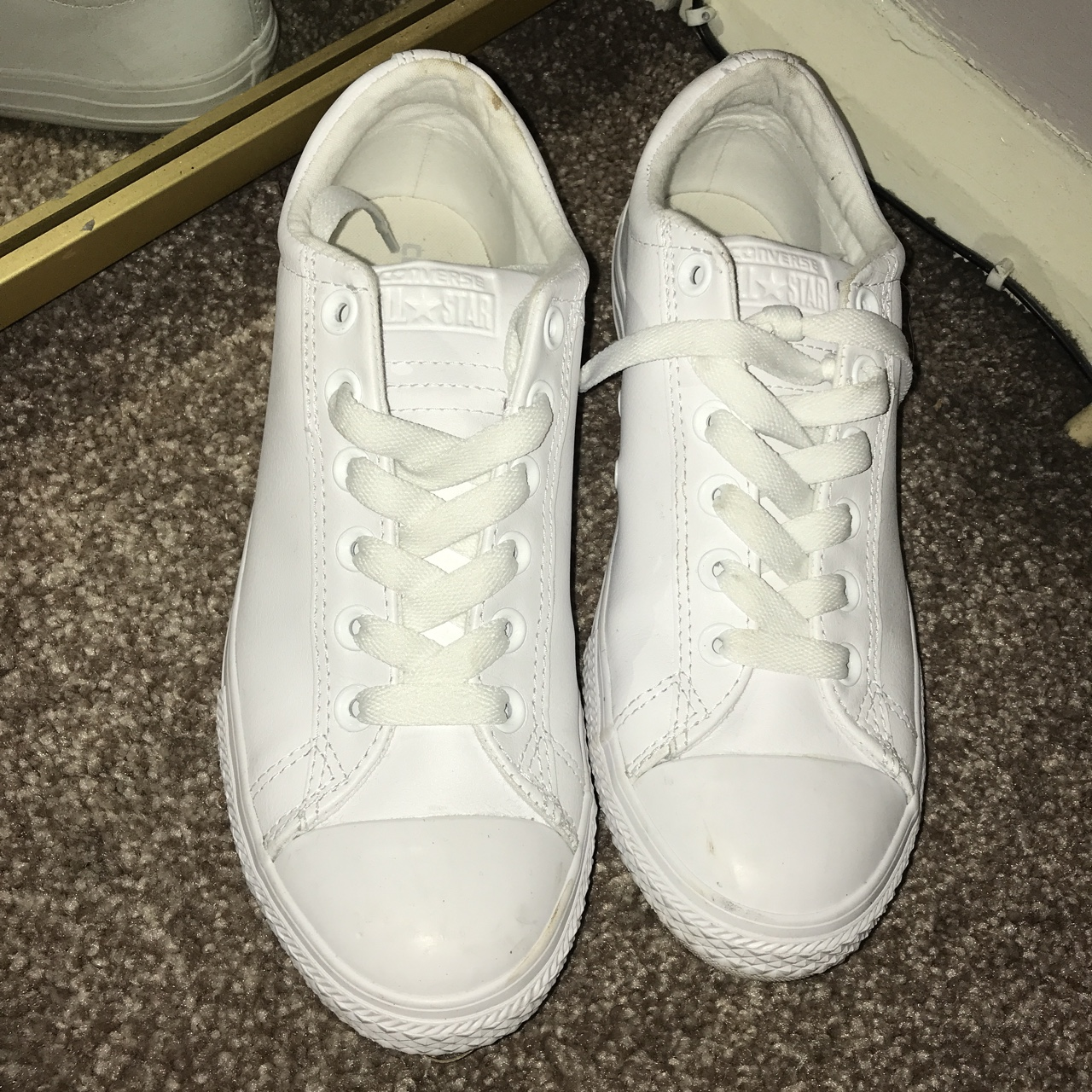 White leather converse like new worn once size uk Depop